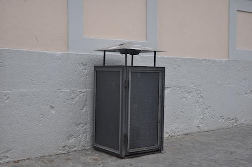 solar m lleimer in der fu g ngerzone w rzburcher. Black Bedroom Furniture Sets. Home Design Ideas